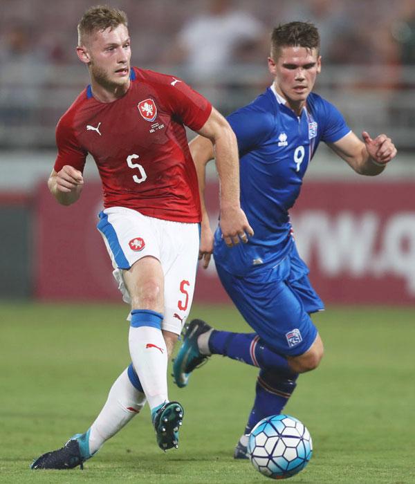 Qoly - Football Web Magazineシンボリックなライオンが鋭く睨む!チェコ代表の2018ユニフォームLFB 店長
