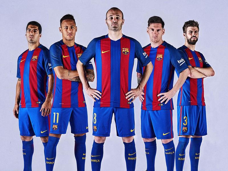 バルセロナ新ユニフォーム